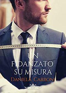 Book Cover: Un fidanzato su misura di Daniela Carboni - SEGNALAZIONE