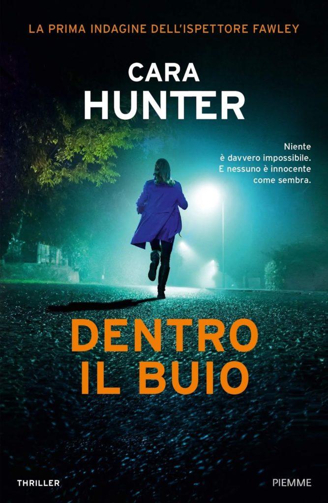 Book Cover: Dentro il buio di Cara Hunter - SEGNALAZIONE