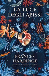 Book Cover: La luce delgi abissi di Frances Hardinge - SEGNALAZIONE