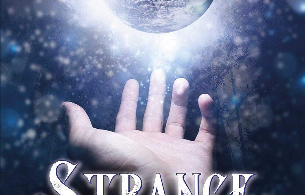 Strange di Angelica Innocenti – RECENSIONE